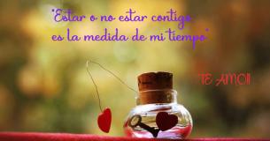 Te entrego la llave de mi corazón con una postal de amor en la que escribo frases románticas para ti.